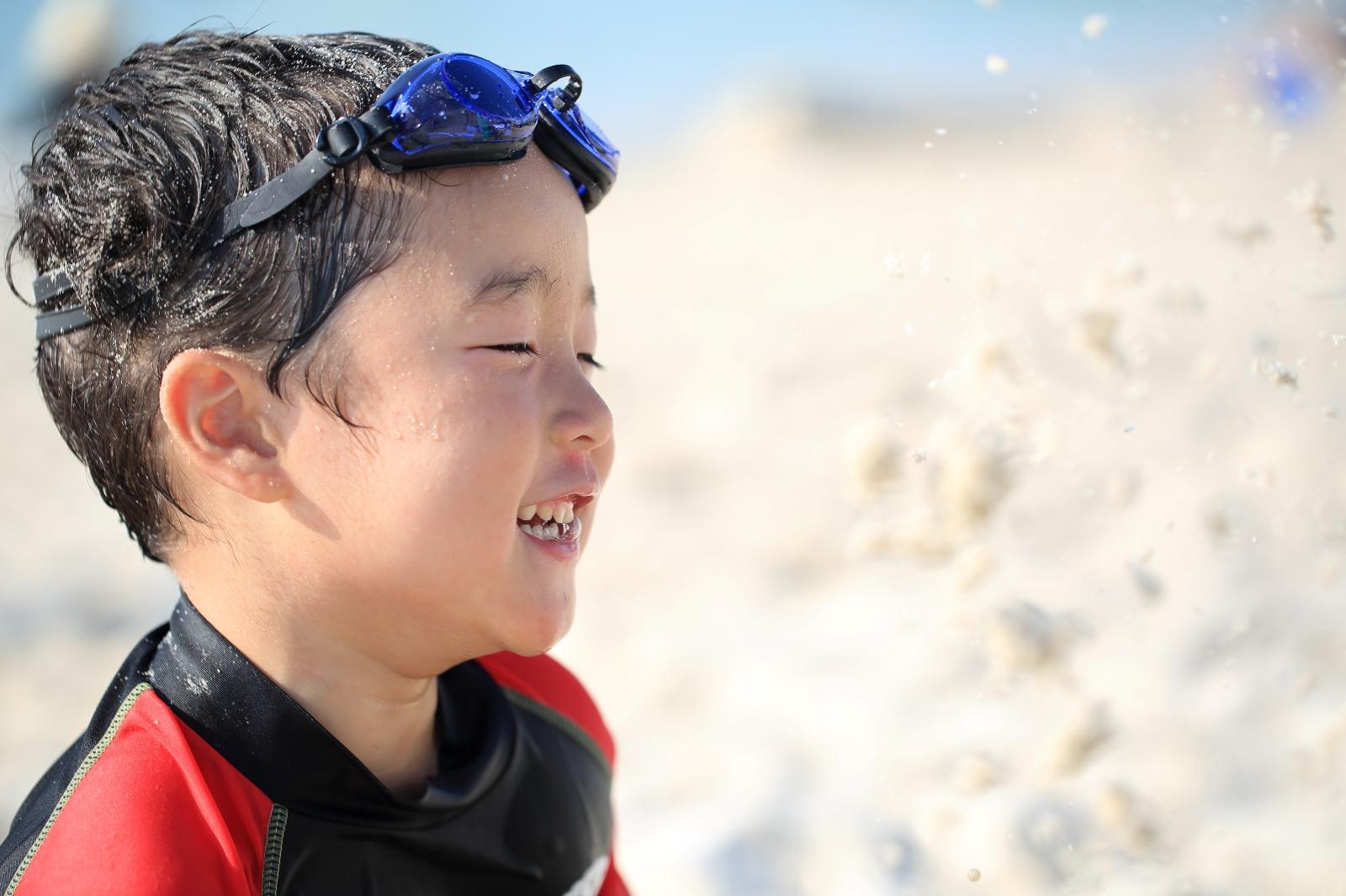 外遊びをする子供。日焼け止めは必要なの?実はとても怖い、子供の日焼け!