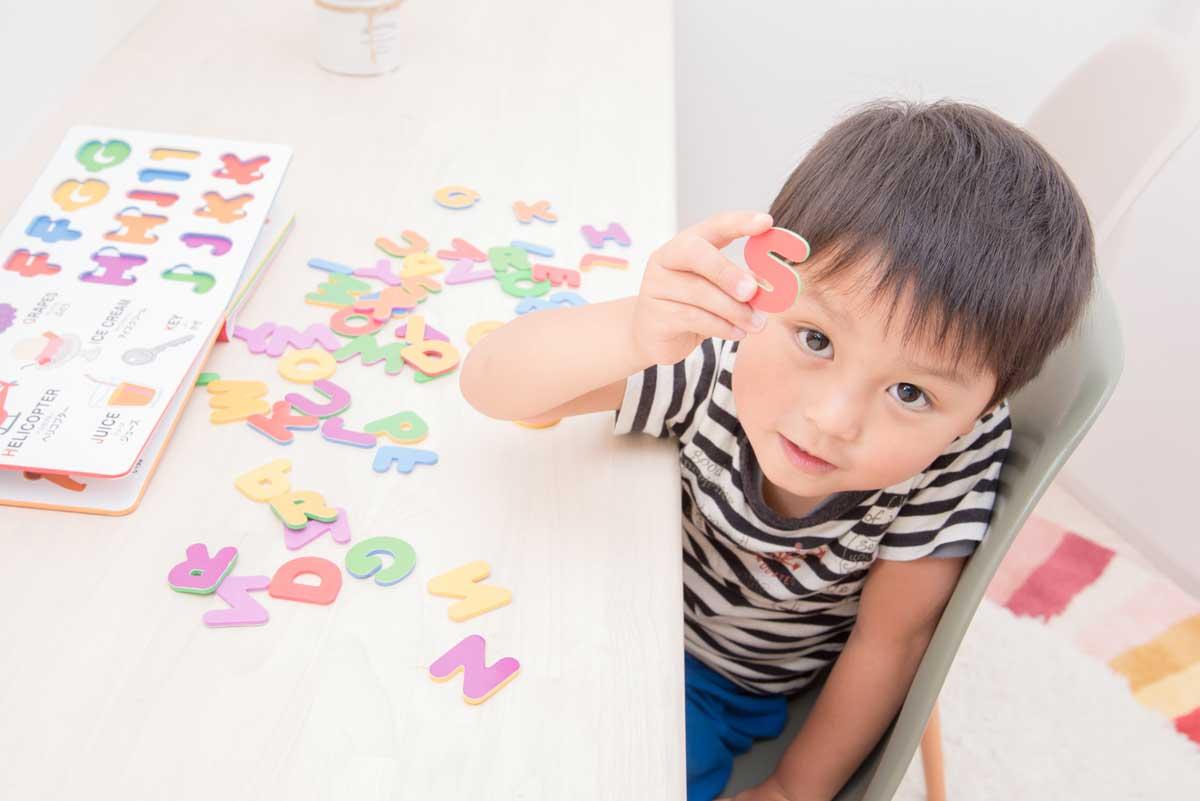 【2歳・3歳・4歳】幼児期から始める英語教育!子供の年齢に合ったリスニング学習で、英単語を効果的に記憶!