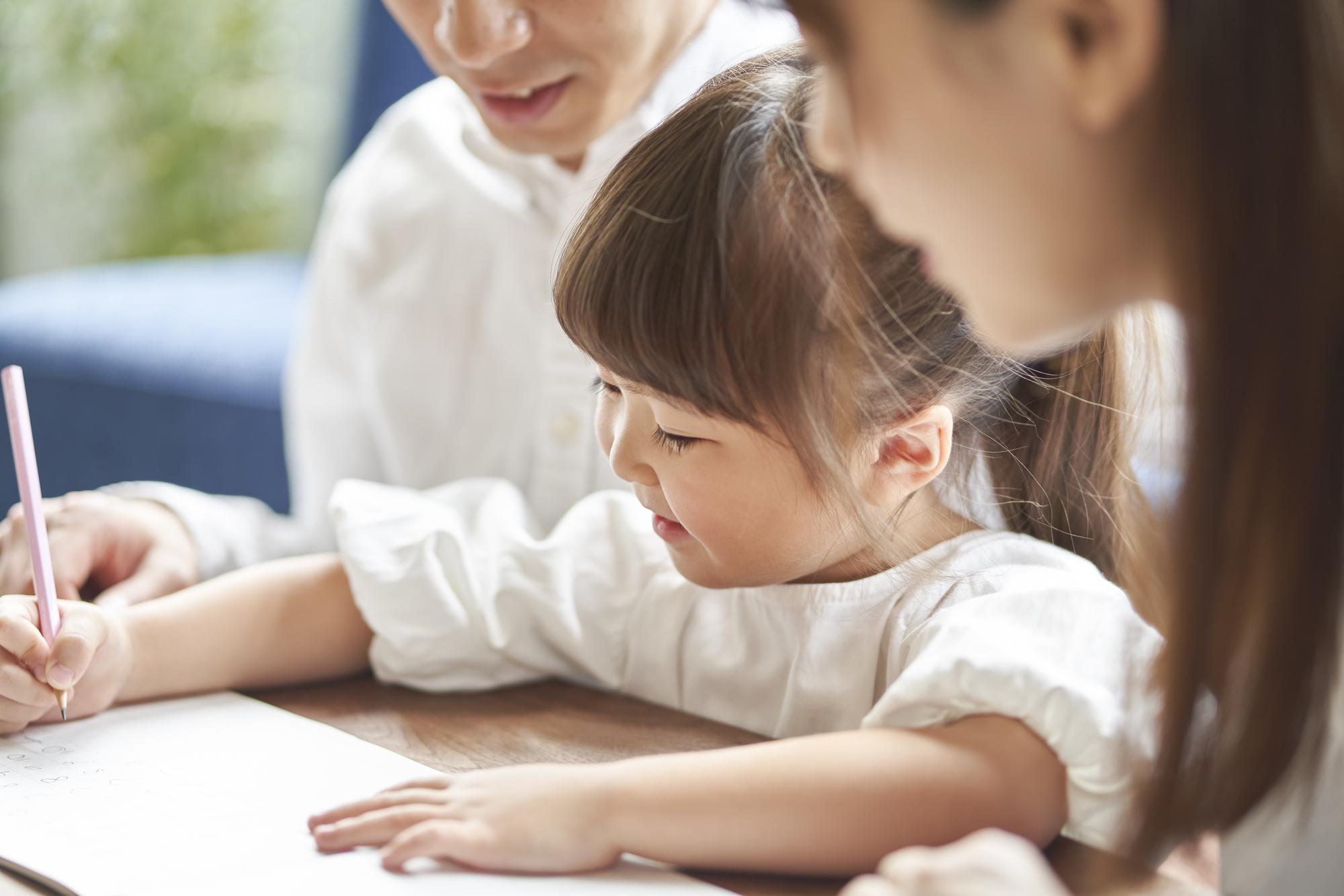 3歳から始める!ご家庭でひらがなの読み方、書き方を教える方法をご紹介。