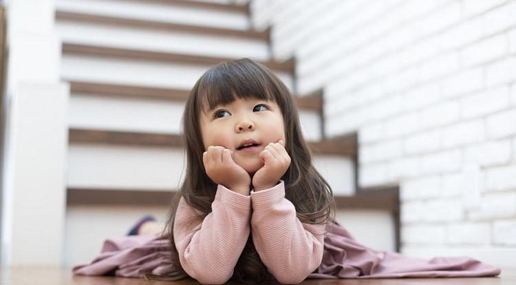 絵本の読み聞かせに集中してくれない! ご家庭でできる、3歳のお子さまの語彙力と思考力を育てる方法