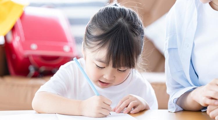 小学生女の子宿題